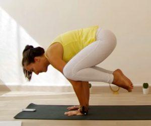 posture yoga le corbeau
