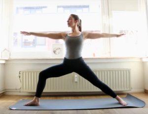 La posture de yoga du guerrier 2 , virabhadrasana 2