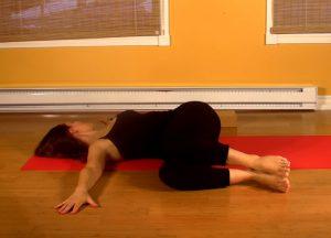 Soulager la constipation grâce au yoga et à la torsion